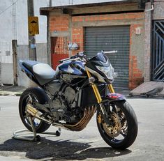 Cb 600 Hornet, Cars And Motorcycles, Honda, Street Bikes, Fancy Cars, Owl Tat, Sportbikes, Graffiti, Wall