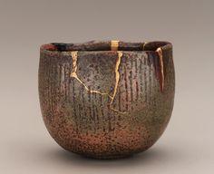 Kintsukuroi (Kintsugi) : What is kintsugi? How can you use kintsugi to repair your broken pottery? What do you need to do Kintsugi? Kintsugi, Japanese Ceramics, Japanese Pottery, Japanese Art, Wabi Sabi, Ceramic Pottery, Pottery Art, Ceramic Art, Slab Pottery