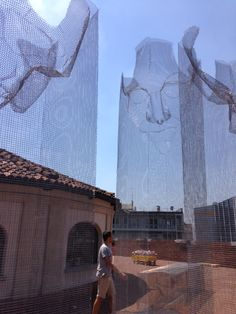 Figurative Wire Mesh Sculptures by Edoardo Tresoldi Textile Sculpture, Sculpture Art, Modern Art, Contemporary Art, A Level Art Sketchbook, Installation Architecture, Instalation Art, Family Wall, Historical Art