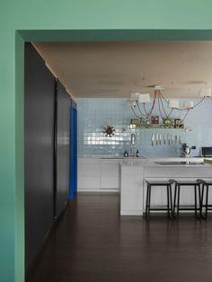 Hvilken farge skal taket ha? - KOI Fargestudio Decoration, Koi, Terracotta, Color Combos, Kitchen, Table, Furniture, Ceilings, Home Decor