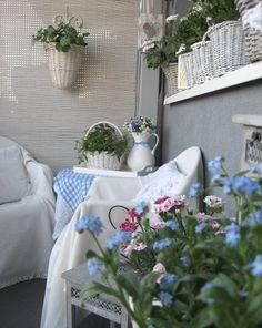 Blumen holen den Sommer in den Wohnraum hinein.