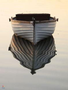 tükröződés Places Worth Visiting, Places To Visit, Ship Figurehead, Picture Places, Portrait Pictures, Water Reflections, Canoe, Cottage Style, Kayaking