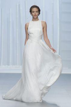 Descubre los vestidos de novia más espectaculares del desfile de Rosa Clará 2016…
