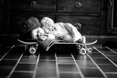 Over 40 cool baby photos ideas for a creative photo shoot baby fotos ideen fotoshooting ideen kreativ lustige babybilder skateboard - Cute Baby Humor Funny Baby Pictures, Newborn Pictures, Baby Kind, Baby Love, Skateboard Pictures, Newborn Photography Props, Creative Photos, Creative Ideas, Cool Baby Stuff