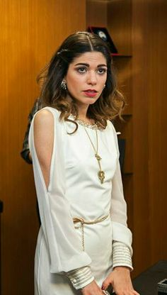 "Ceren Moray - ""O Hayat Benim"" TV Series 2014/2015 Turkish Beauty, Turkish Actors, Queen, Tv Series, Ruffle Blouse, Actresses, My Style, Ems, Clothes"