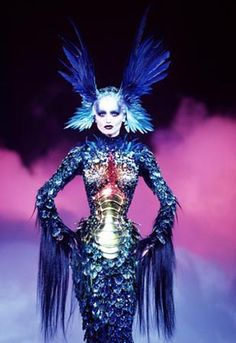 Thierry Mugler http://theredlist.fr/media/database/fashion2/history/1980/thierry-mugler/039_thierry-mugler_theredlist.jpg