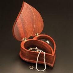 Google Image Result for http://www.woodworkersworkshop.com/graphics20/woodcraft-heart-shaped-music-box.jpg