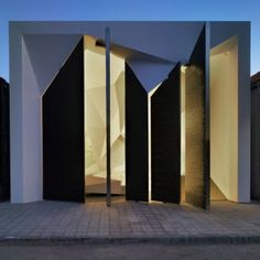 Panteón Nube by Clavel Arquitectos.I love the fractured facade of this otherwise cubic form. Church Architecture, Residential Architecture, Amazing Architecture, Contemporary Architecture, Architecture Details, Interior Architecture, Interior And Exterior, Installation Architecture, Spanish Architecture