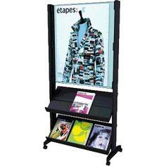 Expositor de pie móvil con póster y dos estantes.