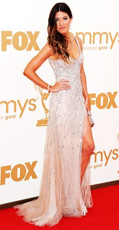 beaded blush gown by Tony Ward Couture and Martin Katz jewelry. While her dress was all glam, she kept her ombre hair simple in loose, casual waves.
