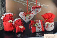 """Mercante di Sogni - Voghera - Bomboniere e Stampati dal 1969 - Vendita ai privati: 12/14/14  Collezione """"800"""" - COCCINELLE ROSE -  Coccinelle e pois rossi - Cuori - Cuscino - Sacchetto - Sacchettoni -   Linea di bomboniere in tessuto con pois rossi, cannella e coccinelle. Articoli di ottima qualità perfetti per tutte le cerimonie anche per Cresima e Laurea.  Read more: http://mercantedisognivoghera.blogspot.com/2014_12_14_archive.html#ixzz3MS9APJgJ"""