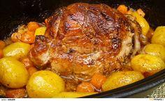 Omyté a osušené maso nasolíme a opepříme. Svážeme potravinářským provázkem, aby dostalo tvar válečku. V pekáčku rozpustíme sádlo a maso zprudka... Czech Recipes, Ethnic Recipes, Slovakian Food, Pork Recipes, Cooking Recipes, Chicken Recepies, Multicooker, Aesthetic Food, Food 52