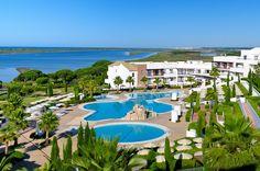 Vista general del hotel y de la zona de piscina