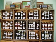 farmers market display - jams and jellies Cafe Display, Farmers Market Display, Market Displays, Craft Show Displays, Display Ideas, Booth Ideas, Produce Stand, Market Stands, Farm Business