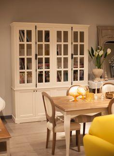 Altıncı Cadde mağaza, ev dekorasyon, yemek odası, yemek masası, kitaplık, vitrin, sandalye