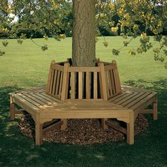 Fuer eine komplette Baumbank warden zwei Hälften benötigt. Gartenmöbel aus Teakholz von Barlow Tyrie