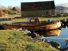 Old wooden boat in Stavanger. #woodenboat #vintageboat #fishing #visitnorway #vintage #fjordsofnorway #fjord #oldboat #boat #boats #olddays #fisherman #boathouse #norwegen #norge #norway #noruega #maritime #coastal #rogaland
