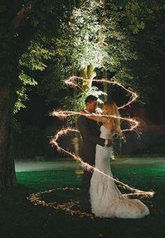 花火シャワーで結婚式をスパークに締めくくって☆二次会でも素敵に演出。#結婚式 #ウエディング #花火シャワー #ウエディングアイディア