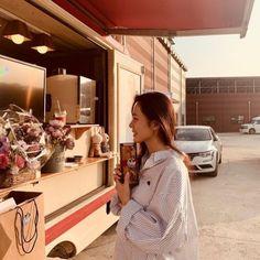 Crash Landing on You Star Son Ye Jin Receives a Snack Car From China – Scribble & Scroll Watch Korean Drama, Korean Drama Series, Seo Ji Hye, The Last Princess, Upcoming Series, Chinese Fans, Size Zero, Hyun Bin, Shirt Blouses
