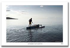 Départ en pirogue au petit matin pour ce pêcheur traditionnel de #Mayotte