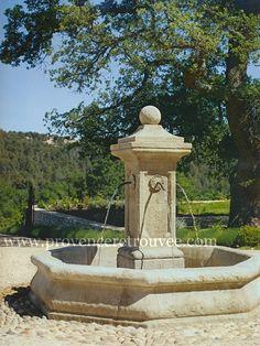 Fontaine provençale en pierre naturelle.