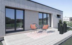 www.design-Die ME & ME Mikrohäuser gibt es mit 30   50   70   90 m2. Dabei wählst du aus drei verschiedenen Dachformen, verschiedenen Holzfassaden, Putzfassaden oder Fassadenplatten. Deiner Kreativität sind keine Grenzen gesetzt. Du lebst in einem nachhaltigem, ökologisch gebauten Holzhaus. Zahlen tust du für dein Haus im Grünen nicht mehr als für eine Wohnung! Das ist doch ein Versprechen, oder?  #Thiny House #Minihaus #Microhaus #Mikrohaus   #Designhaus #Haus statt Wohnung-.at Hotels, Outdoor Decor, Design, Home Decor, Micro House, Roof Styles, Log Home, Numbers, Decoration Home
