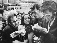 Elvis Presley firmando un autógrafo a Madonna con 12 años en 1970
