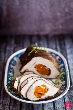 Rolada z indyka z suszonymi morelami - delikatny smak i pyszna, domowa wędlina drobiowa.  http://dorota.in/rolada-z-indyka/  #food #przepis #kuchnia #indyk