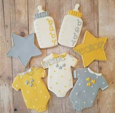 These handmade sugar cookies are the perfect addition to your gender reveal or gender neutral baby shower and make excellent party favors for guests! **ITEM/ORDER DETAILS: -This order contains 12 baby themed cookies - (4 bodysuits, 4 bottles, and 4 stars) designs as pictured.