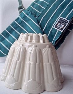 Lets make a Shelley Jelly !    Shelley Jelly Mould Vintage Jelly / Blancmange by thevintagearcade, $48.00