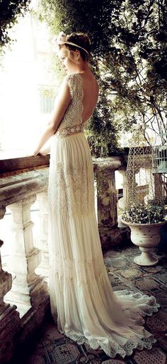 I love this vintage wedding dress! This dress looks like a dress that Juliet…