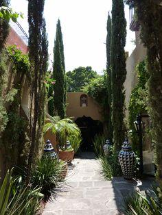 Courtyard of Casa San Andres, casaselegantes.com #OutdoorLiving