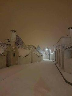 Winter in Alberobello, Puglia (Apulia), Italy). Winter Szenen, I Love Winter, Winter Magic, Winter Christmas, Italy Winter, I Love Snow, Snowy Day, Snow Scenes, Winter Pictures
