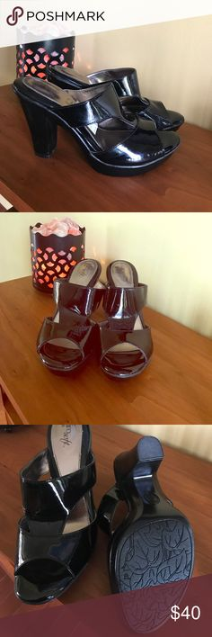"""Shiny Black heels ❤️ Shiny Black Heels! Perfect with skinny jeans or a dress! The Heel is approx 4"""" with a platform of about 3/4"""" . Never Worn. VERY COMFORTABLE! Sofft Shoes Heels"""