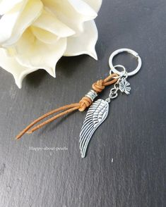 Key Chain Wings - Key Chain - Pendant - Handmade with love in Montabaur, Germany by Happy-about-Pearls Trendschmuck & Accessoires Diy Leather Gifts, Leather Craft, Key Carabiner, Diy Keyring, Beaded Purses, Lucky Charm, Chain Pendants, Key Rings, Jewelry Making