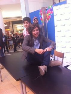 Harry.. casually sitting on a table :)