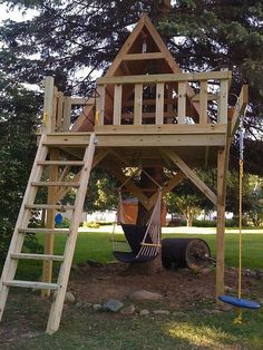 65 Rustic DIY Treehouse for Kids Play that You Should Make it - Page 26 of 66 Backyard Playhouse, Backyard Playground, Backyard For Kids, Backyard Projects, Outdoor Projects, Home Projects, Cubby Houses, Play Houses, Beautiful Tree Houses