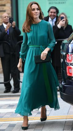 Kate Middleton& outfit meeting the Aga Khan, teal maxi dress by Aross Girl Kate Middleton Outfits, Looks Kate Middleton, Kate Middleton Fashion, Pippa Middleton, Princesa Kate Middleton, Kate Dress, Green Dress, Green Belt, Teal Green
