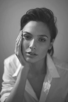 Hollywood hottie actress Gal Gadot beauty movie photos lovely style gorgeous wallpapers stunning looks wonder-woman images pics hd Pretty People, Beautiful People, Beautiful Women, Beautiful Images, Gal Gabot, Gal Gadot Wonder Woman, Actrices Hollywood, Black And White Portraits, Beautiful Celebrities