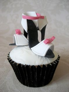 Shoe cupcakes by Sweet Tiers Cakes (Hester), via Flickr