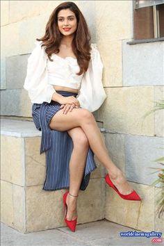 Aakanksha Singh latest Hot Stills
