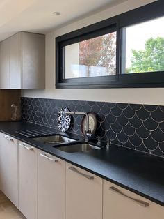 Carreaux Écailles X Normandy Ceramics – étirage-Normandy Ceramics Cheap Kitchen Cabinets, Kitchen Cabinet Styles, Kitchen Tiles, Kitchen Flooring, Kitchen Furniture, Kitchen Interior, Grey Flooring, Kitchen Extension Open Plan, Open Plan Kitchen