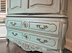 Serendipity Refined: Free Help with YOUR DIY Project Nancy's Chalk Painted Cabinet Makeover Chalk Paint Cabinets, Chalk Paint Furniture, Painting Cabinets, Furniture Projects, Diy Furniture, Diy Projects, Armoire Makeover, Furniture Makeover, Painted Sideboard