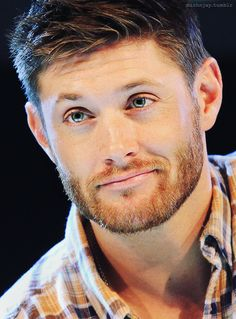 Find images and videos about supernatural, Jensen Ackles and dean winchester on We Heart It - the app to get lost in what you love. Jensen Ackles Haircut, Jensen Ackles Jared Padalecki, Jensen And Misha, Supernatural Dean, Castiel, Supernatural Wallpaper, Misha Collins, Hot Guys, Matt Cohen