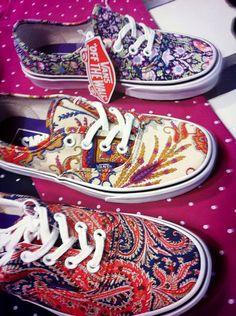 VANS de puro vicio!! http://www.kornerst.com/es/10000-zapas#/marca-vans  #vans #fabrics