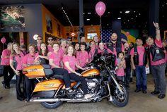Bom pra Cabeça & Rádio Clube da Boa Música - Posts      Mulheres vestindo Rosa no 'Desfile de motos Outubro Rosa' neste sábado em Vitória