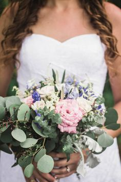 SUCH a gorgeous bouquet. Not too big and perfect for a summer wedding.