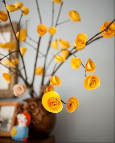 DIY Paper flowers on twigs for a pretty spring decoration. Paper Flowers Diy, Handmade Flowers, Flower Crafts, Diy Paper, Fabric Flowers, Paper Crafting, Paper Art, Flower Diy, Origami Flower