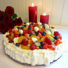 Edel's Mat & Vin : Bløtkake toppet med bær og frukt ✿⊱ ✿⊱