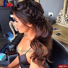 Image via We Heart It #beauty #brunette #clothes #girl #hair #makeup #nails #style